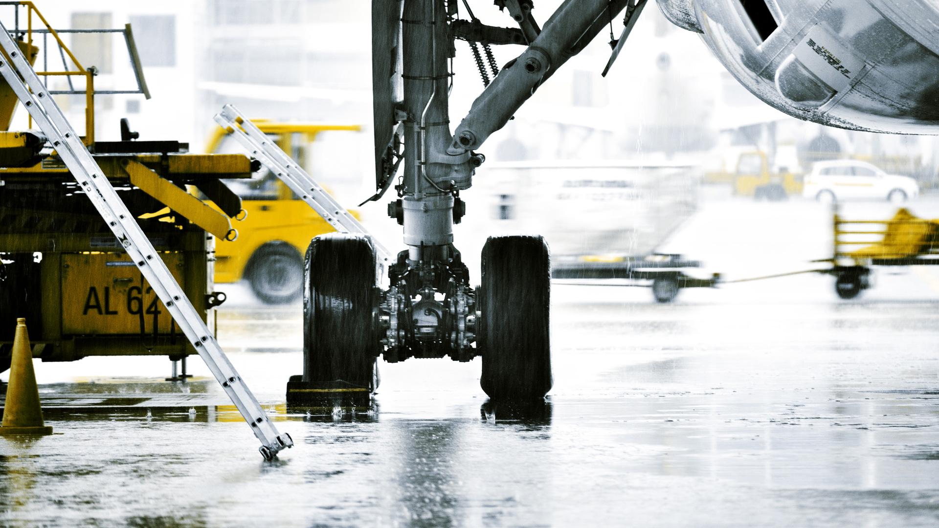 Aircraft actuators